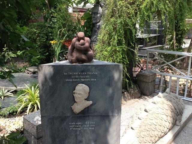 Phần mộ bà Lê Thị Quỳnh - mẹ ruột nhạc sĩ Trịnh Công Sơn