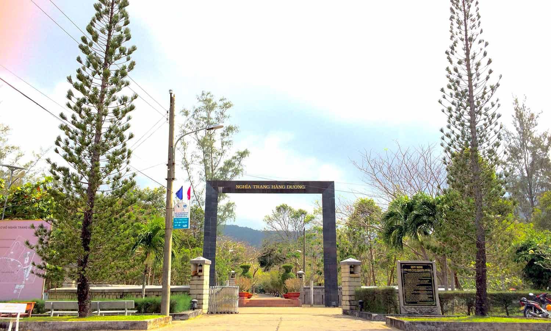Cổng nghĩa trang Hàng Dương