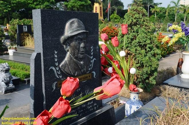 Mộ đồng chí Minh Loan tại Nghĩa Trang Mai Dịch
