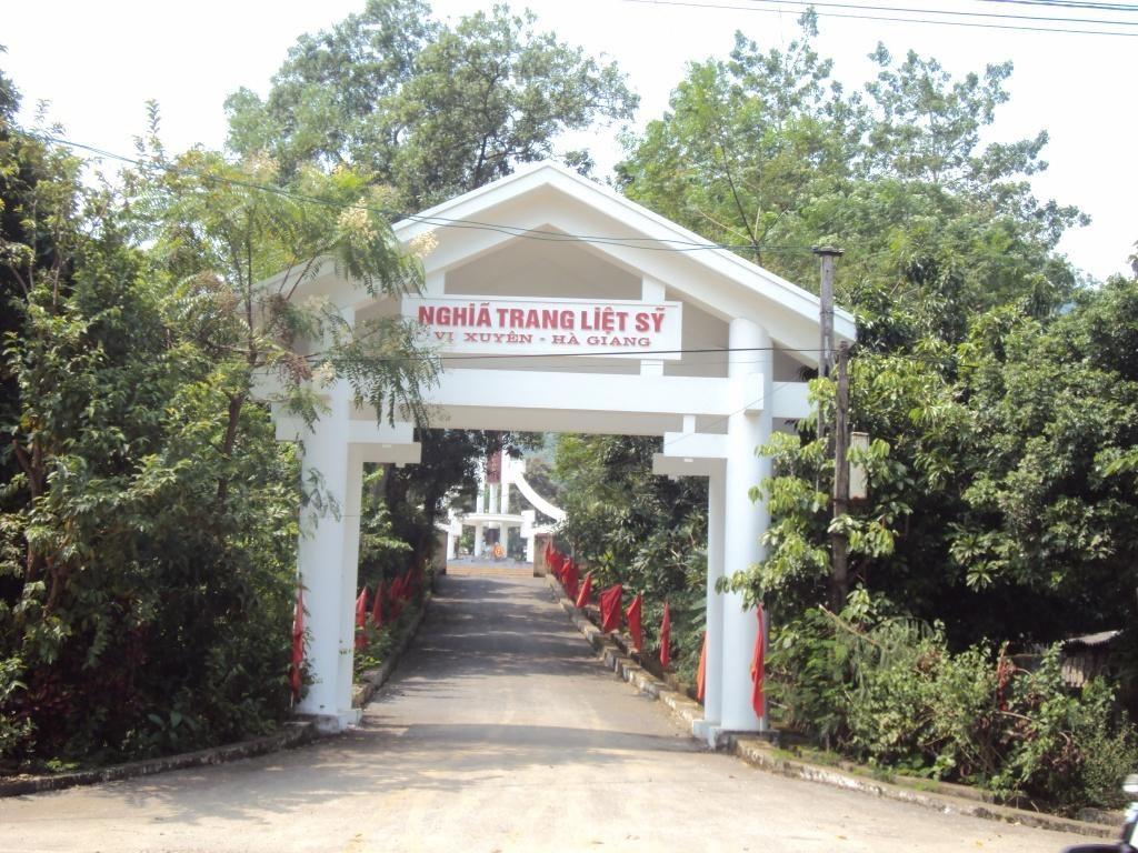 Cổng nghĩa trang Vị Xuyên