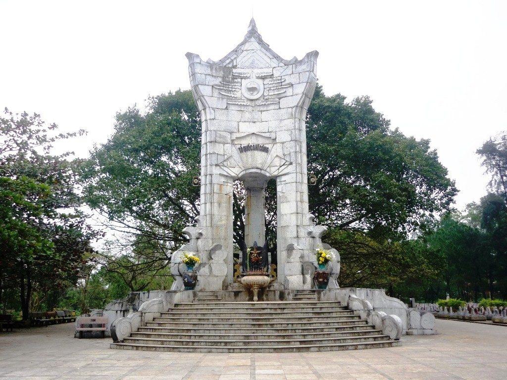 Khuôn viên nghĩa trang Trường Sơn