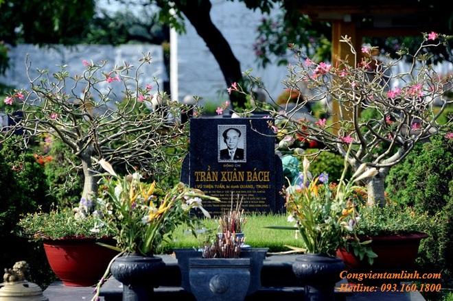 Phần mộ đồng chí Trần Xuân Bách tại Nghĩa Trang Mai Dịch