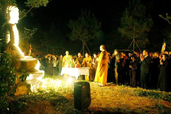 Lễ hô thần nhập tượng Lạc Hồng Viên