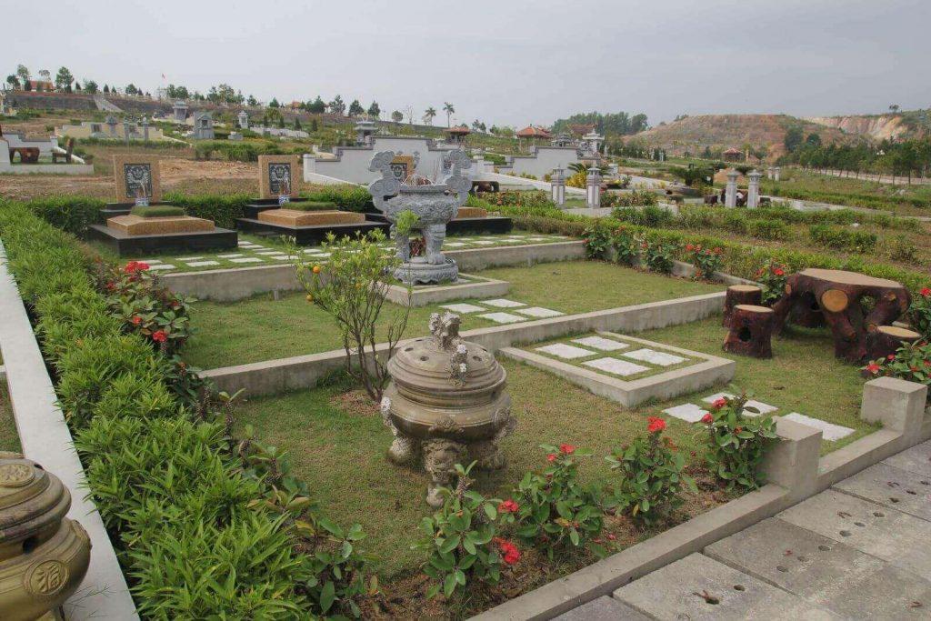 Cảnh quan xung quanh mộ phần Lạc Hồng Viên với gói dịch vụ thiết kế
