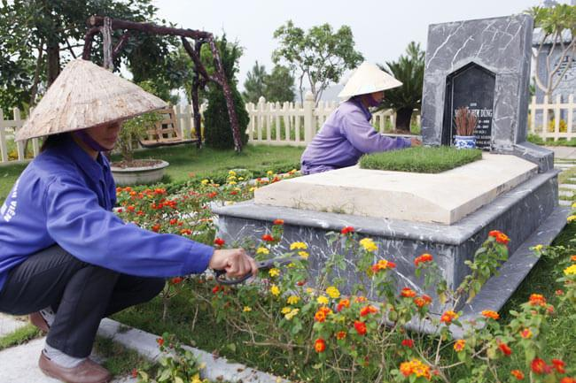 Công việc trong gói dịch vụ chăm sóc mộ phần tại Lạc Hồng Viên