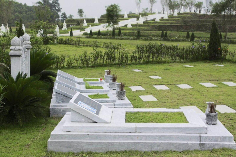 Vị trí đặt mộ phần nên tránh cây cổ thụ to, nơi có gió lớn