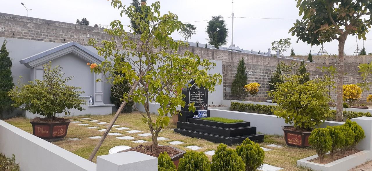 mẫu mộ tại nghĩa trang Hoà Bình