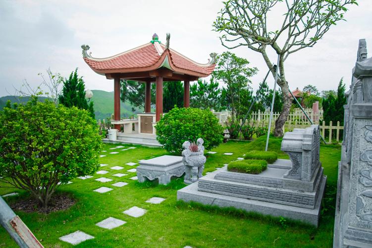 Khuôn viên đỉnh đồi Thổ nghĩa trang Lạc Hồng Viên