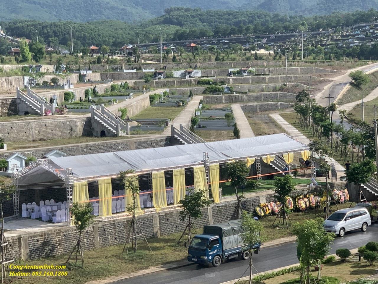 Khách hàng đưa mộ từ Hà Nội lên nghĩa trang Lạc Hồng Viên đảm bảo an toàn Covid 19