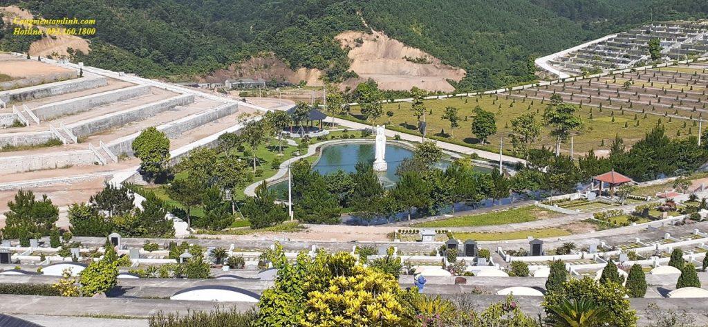 Cảnh quan hồ Phật Bà tại phía Bắc đồi Thổ Nghĩa Trang Lạc Hồng Viên Hòa Bình