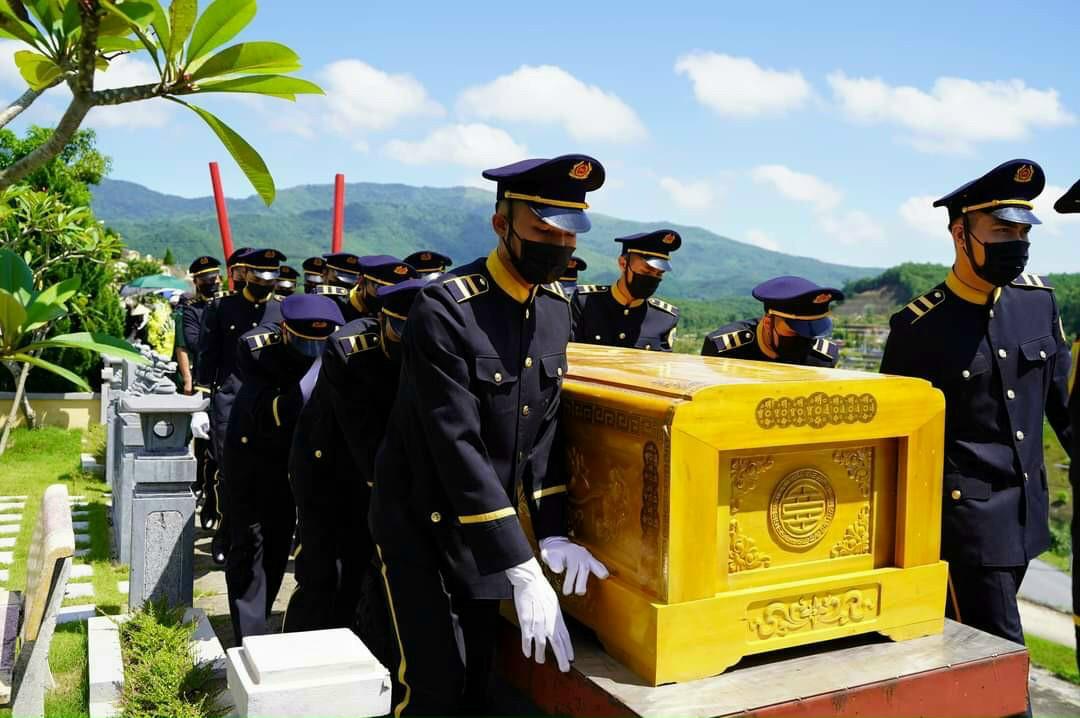 Đoàn phục vụ tang lễ của Nghĩa Trang Lạc Hồng Viên